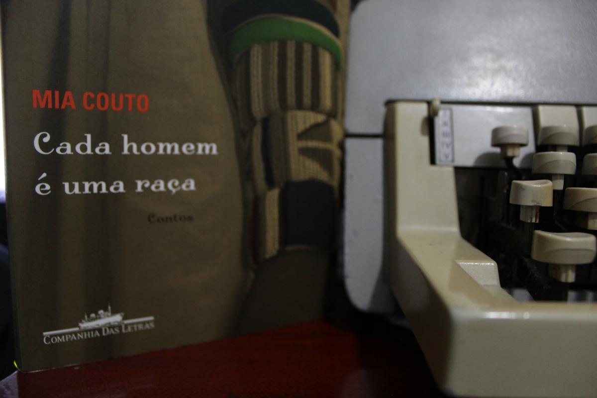 Resenha: Cada homem é uma raça - Mia Couto